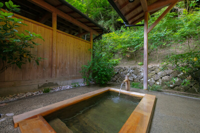 Exclusive hot spring water source, Heart-soothing baths